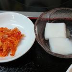 好味苑 - 好味苑 @本蓮沼 日替わりランチAに付くキムチと杏仁豆腐