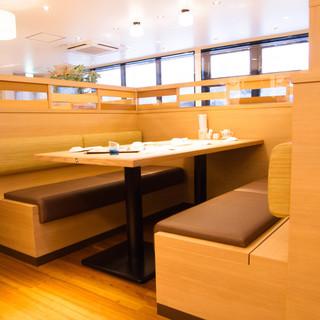 ボックス席、カウンター等様々なお席を御用意しております