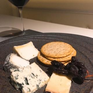 国内屈指のチーズインポーター「フェルミエ」の厳選されたチーズ