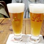 クラフトビールタップ ヨドバシ梅田店 - ①フランツィスカーナーヴァイスヴィア(ドイツ) ②ヘンコヴニペール10(チェコ)