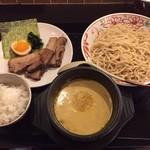 なんだっ亭 - カレーつけ麺チャーシュー入り(1000円)