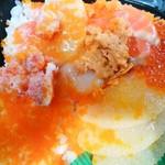 北海丼丸 - 北海丼:崩れてますが