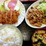 くま - チキンカツ・生姜焼き・ハムエッグの三品セット800円