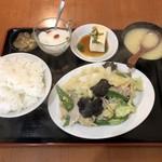 上海厨房 玲玲 - 干し豆腐とピーマン、キャベツ、肉炒め定食