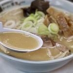 ラーメン寳龍 - 甘く香ばしい味噌スープ