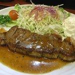 ステーキ&煮込みハンバーグ SAKAI - けっこうしっかり焼いてあります