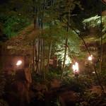 ザ・カワブン・ナゴヤ - 闇夜を焦がすかがり火が、楓・青竹を赤々と照らし出す