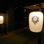 ザ・カワブン・ナゴヤ - 一対の提灯が、ゲストを風雅に出迎える