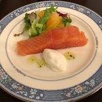 bistro La vie - サーモンのマリネ オレンジのサラダ  1,280円