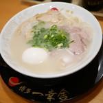 博多一幸舎 - あっさり塩豚骨ラーメン¥700+半熟味玉子(通常¥100)