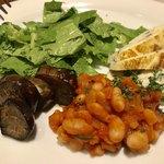 トラットリア テンポ ドーロ - アンティパスト1 フリッタータ、ひよこ豆のトマト煮込み、茄子、ケールのサラダ