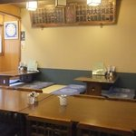 なか田鮨 - テーブル席と座敷