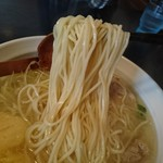 秋田ラーメン はま - しょうが塩ラーメン(細麺) 麺リフト