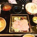 酒肴 まさむら - ランチ(マグロのたたき温玉しょうゆ丼)¥990-