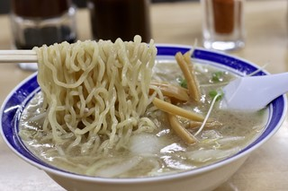 味の三平 - 麺リフト