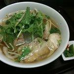 ニャーベトナム - 蒸し鶏と野菜のフォー
