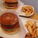 エー アンド ジーダイナー - ハンバーガーはポテトつき