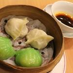 福満園 - 海鮮シューマイとフカヒレ入り蒸し餃子