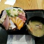 海鮮居酒屋 山傳丸 - 海鮮十種丼 全容
