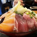 海鮮居酒屋 山傳丸 - 横から十種丼大盛