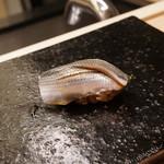 鮨なんば - 料理写真:小肌    38℃/21℃