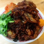 肉汁麺ススム - 肉汁丼 レベルMAX(800g) ¥1,780  友人が余裕で食べれる、と言ってオーダーしたMAX丼。店内でもMAXを食べてる人はいませんでした。