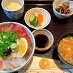 85225074 - 「海鮮丼」。ここは丼ぶりが好いかも。