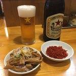 永太 - 「サッポロラガー赤星」600円とおつまみ、「辛味」100円