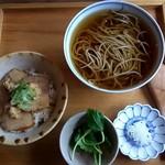 まん作 - かけ蕎麦&豚肉山わさびごはん♬♬♬+天盛り(野菜天ぷら三点)