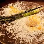 85225797 - 絶品!ペコリーノチーズと青森県産アスパラガスに、カラスミかけ