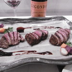 Grill de Kobe - お肉3種盛りと赤ボトル