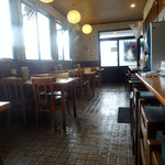 米 - 「米」テーブル席とカウンター席