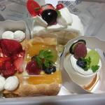 フロレゾン - 料理写真:本日買い上げのケーキたち