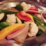 85234383 - 冷製野菜と焦がしアンチョビソースのサラダ