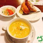 グリーンハウス - サービスセットのサラダとスープとパン