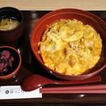 Hokkoriya - 名物!!炭焼鶏の親子丼(850円)
