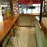 imbiss カリーブルスト - 2階はカウンターのみの飲食スペース