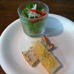 ダーク - パスタランチのサラダ&パン