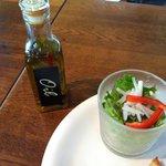 ダーク - サラダはオリーブオイルで