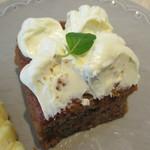 フラワー ナチュラル フード カフェ - キャロットケーキ