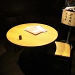 吾妻茶寮 - わたし達が案内された 4人用の丸テーブル席。      2018.04.29