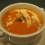 インド料理 ショナ・ルパ - シナモンとカルダモンで香りづけしたトマトのスープ