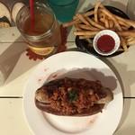 クジラ荘 - チリドッグとフライドポテトとジャスミン茶