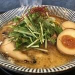 だしと麺 - トリュフ香る魚介節パンチ熟玉そば