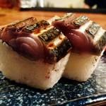 酒と肴と旨いもん 笑緒一 - 超肉厚!!    鯖棒寿司