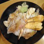 虎杖 - 炙り海鮮丼 1,980円。虎杖表店(築地場外)食彩品館.jp撮影