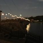 85258483 - お店の前の橋。提灯が雰囲気出してます♪