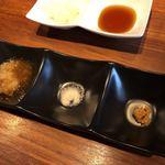 梅田肉料理 きゅうろく - (手前側)ステーキにはおろしポン酢、岩塩、山わさび