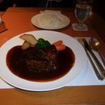 SATSUKI - 尾崎牛の特撰下町ビーフシチューと、白いご飯です。甘さとコク、尾崎牛バラ肉の旨味が相まった極上のビーフシチューでした。