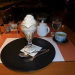 SATSUKI - ソフトクリームと緑茶です。緑茶はお代わりが出来ます。